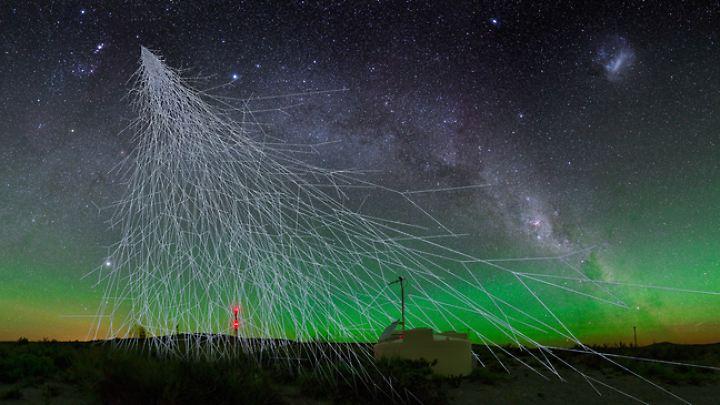 Computergrafik der Messungen der Cherenkow-Strahlen durch das Pierre-Auger-Observatorium in Argentinien.