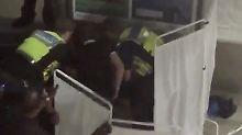 Attacke in London: Männer besprühen Passanten mit Gift
