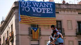 Seit den Razzien und Festnahmen in der vergangenen Woche wollen auch viele Gegner einer katalanischen Unabhängigkeit zumindest ein Referendum darüber.