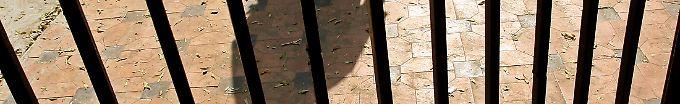 Der Tag: 14:56 34 Kriminelle fliehen aus Gefängnis in Indien