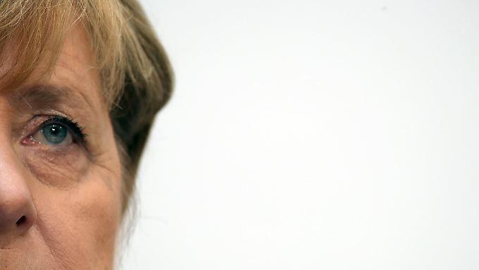 Angela Merkel kann nicht glücklich sein mit dem Abschneiden der Union. Vorerst geht es aber weiter wie bisher.