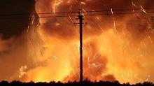 Inferno in der Ukraine: Munitionsdepot steht in Flammen