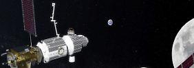 Links die Raumstation Deep Space Gateway, recht das Orion-Raumschiff, mit dem für 2023 ein erster bemannter Mondflug geplant ist.