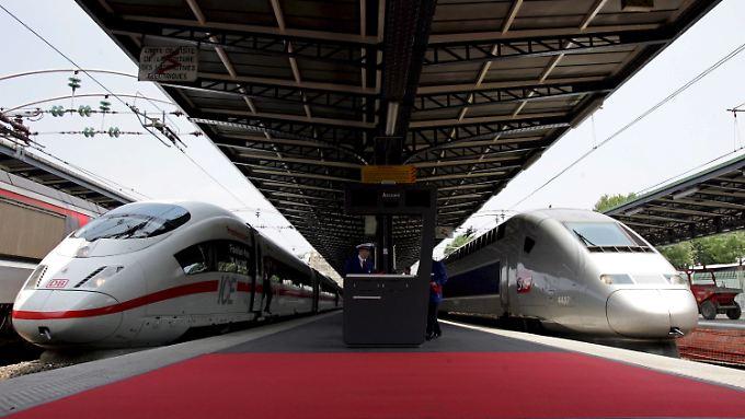 Der TGV (re.) ist für Frankreich ein Nationalsymbol - und wird künftig in einem Gemeinschaftsunternehmen gebaut, das auch den ICE herstellt.