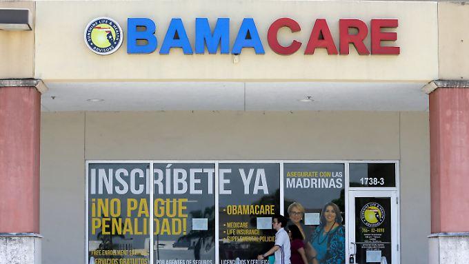 Eine Apotheke in Florida mit einem Obamacare-Schriftzug.