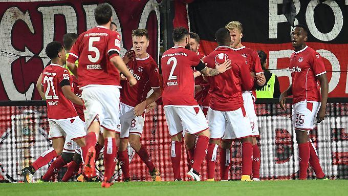 Jubel beim FCI, hängende Köpfe bei Darmstadt nach dem 0:3 in Ingolstadt.