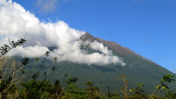 Blick von Rendang auf den Vulkan Mount Agung am 29. September.