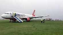 Flugbetrieb wieder aufgenommen: Havarierter Air-Berlin-Jet auf Sylt geborgen