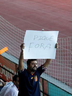 """""""Piqué raus"""", fordert dieser spanische Fan."""