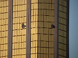 Zerborstene Fenster in der Fassade des Mandala Bay Hotels in Las Vegas: Die Suite, aus der Paddock in die Menge schoss, liegt im 32. Stock.