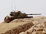 Der Tag: Türkei postiert mehr Panzer an syrischer Grenze