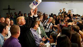 Bizarre Show vor Hurrikan-Opfern: Trump blamiert sich auf Puerto Rico