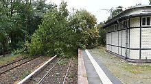 """Sieben Menschen sterben im Sturm: Bahn warnt vor anhaltendem """"Xavier""""-Chaos"""