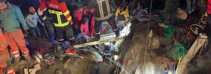 13 Stunden eingeklemmt: Bergretter befreien Zweijährige aus Felsspalte
