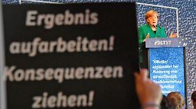 Bei einem Treffen mit der Jungen Union wurde Angela Merkel ungewöhnlich offen kritisiert.