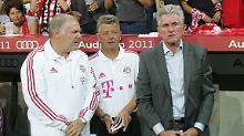 Man kennt sich: Hermann Gerland, Peter Hermann und Josef Heynckes im Juli 2011.
