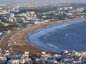 Ausblick von der Kasbah Agadirs auf die Bucht, den Strand und die Stadt.