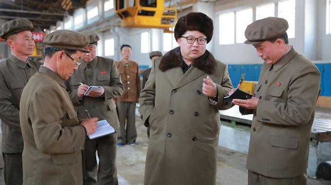 Textilimporte aus Nordkorea werden ab sofort mit einem Embargo belegt. Das modische Repertoire hält sich aber ohnehin in Grenzen.