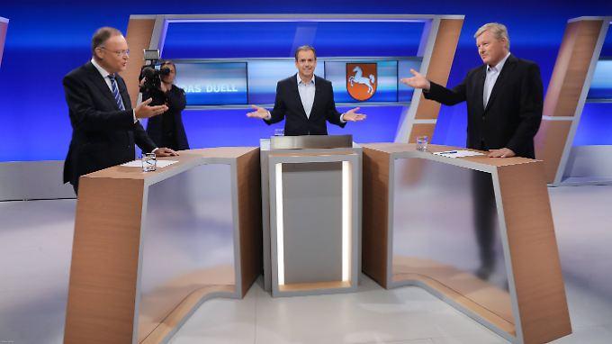 Stephan Weil (l.) und Bernd Althusmann (r.) diskutieren, Andreas Cichowicz versucht zu moderieren.