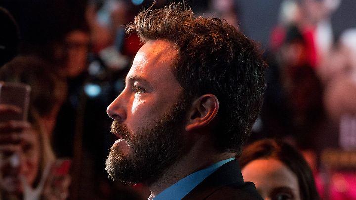 Schauspielerin Hilarie Burton sagt, er habe ihr in die Brust gekniffen: Ben Affleck.