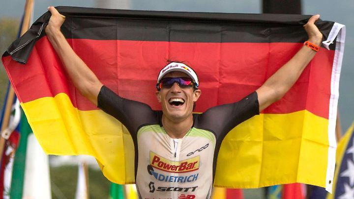 """Ich will eher einen möglichen ersten Platz als einen sicheren dritten"""": Sebastian Kienle, hier bei seinem Sieg beim Ironman auf Hawaii im Jahr 2014."""