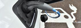 Streit um E-Batteriefabrik: Regierung erhöht Druck auf Autoindustrie