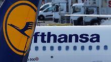 Die Lufthansa könnte bestimmte Start- und Landerechte an Wettbewerber abgeben.