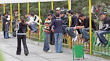 Vielen jungen Menschen fehlt in Kirgisistan eine Perspektive - einige schließen sich aus Armut dem IS an.