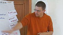 Peter Steudtner - hier ein Bild vor seiner Festnahme - wehrt sich zum Prozessauftakt gegen die Vorwürfe.