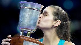 Pokal, Preisgeld, Platz 1 im deutschen Ranking: Die Moskaureise lohnte sich für Julia Görges.