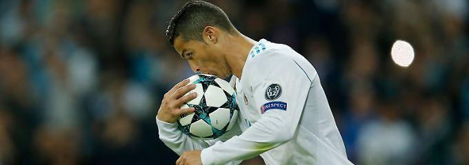 Küss den Ball, schöner Mann.