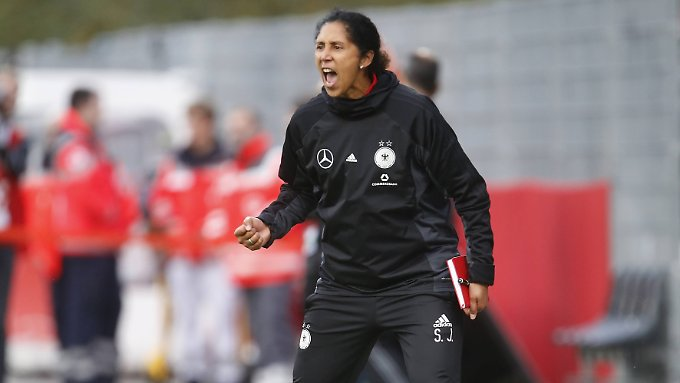 Steffi Jones muss um ihren Job als Bundestrainerin kämpfen.