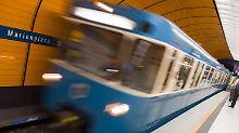Am Münchner U-Bahnhof Marienplatz wurde der 87-Jährige zu Boden gestoßen.
