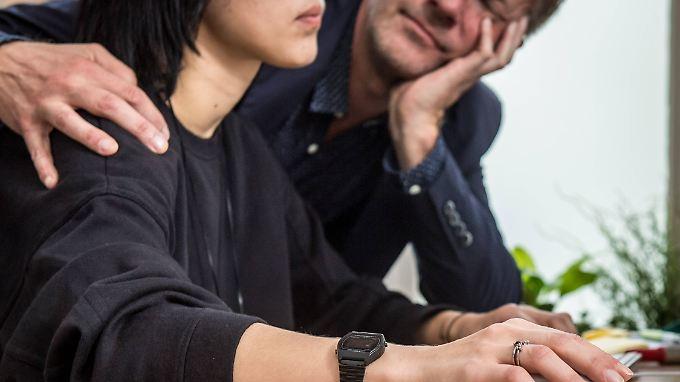 Mehr als jeder sechste Mann gab in der Umfrage zu, sich unangemessen oder bedrängend verhalten zu haben.