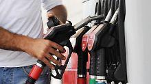 Nach preiswertem Vorjahr: Benzin und Heizöl werden teurer