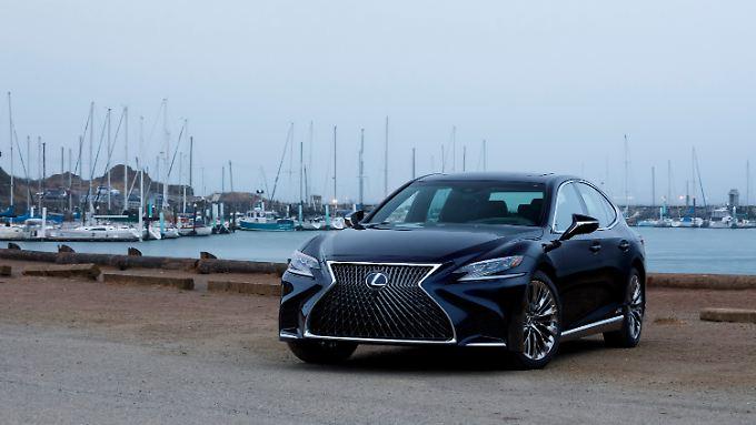 Wie die vergangenen vier Generationen will auch der neue Lexus LS 500h die S-Klasse angreifen.