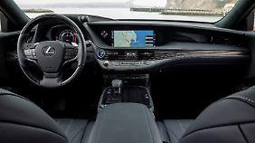 Der Innenraum des Lexus LS 500h ist gediegen und sehr gut verarbeitet.