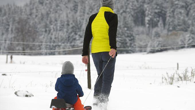 Die ersten Schneefans eröffnen die Saison. Doch zum Skifahren reicht es im Schwarzwald noch nicht.