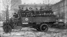 Revolutionäre Soldaten in Petrograd.