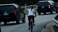 Zeichen an Trump-Konvoi: Mittelfinger-Geste kostet Radlerin den Job
