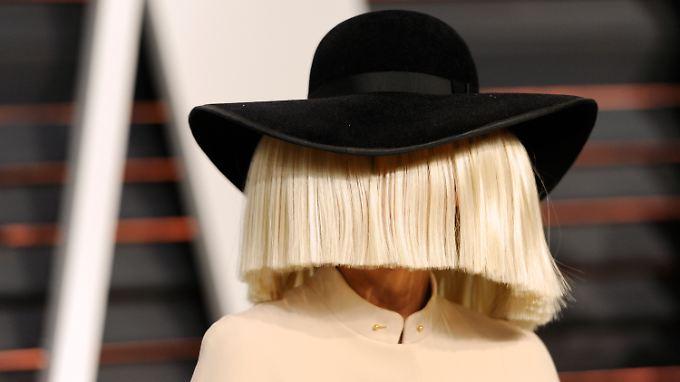 Genialer PR-Coup: Sia wehrt sich mit Nacktfoto gegen Paparazzo