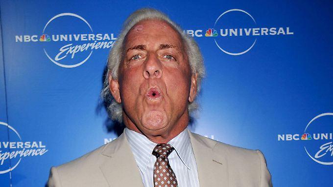 Glaubt man Ric Flair und geht man davon aus, dass er mit 18 Jahren das erste Mal Sex hatte, schläft er jedes Jahr mit durchschnittlich 200 Frauen.