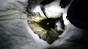 Dank tiefem Sturz überlebt: Bergsteiger nach fünf Tagen aus Felsspalte gerettet