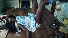 Alice im Wunderland ist schwarz: Pirelli zeigt 2018 dunkle Schönheiten