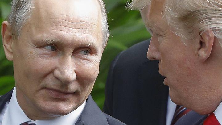 Putin (li.) und Trump beim Gruppenfoto in Vietnam.