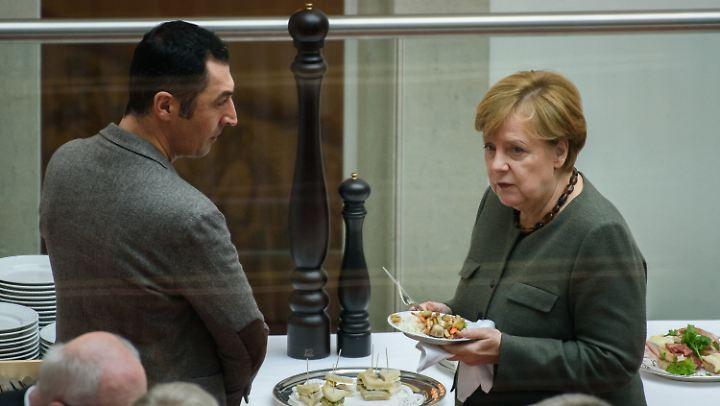 Kleine Pause bei den Sondierungen, Cem Özdemir und Angela Merkel stärken sich. Vergnügungssteuerpflichtig sind diese Treffen vermutlich nicht, um eine Lieblingsformulierung vieler Politiker zu benutzen.