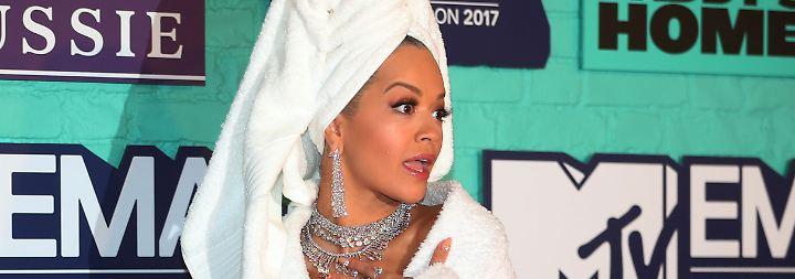 Rita Ora stiehlt allen die Show: Vom Sofa ins Auto auf den roten Teppich der MTV Awards