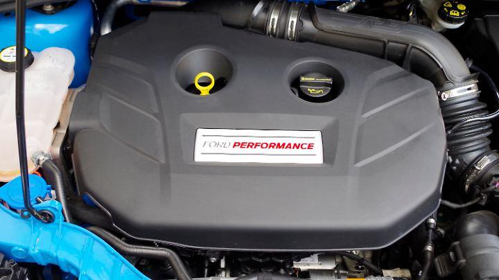 Da gibt es nichts zu sehen: Vierzylinder-Turbo im Focus RS.