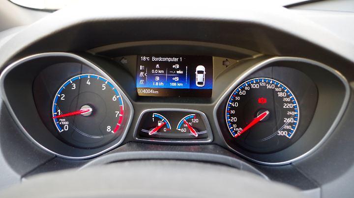 Wirklich aufregend sind die Rundinstrumente im Ford Focus RS auch nicht.