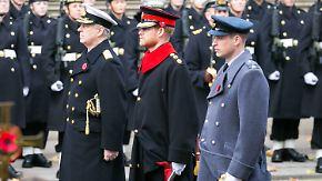 Promi-News des Tages: Bärtiger Prinz Harry erzürnt britisches Militär
